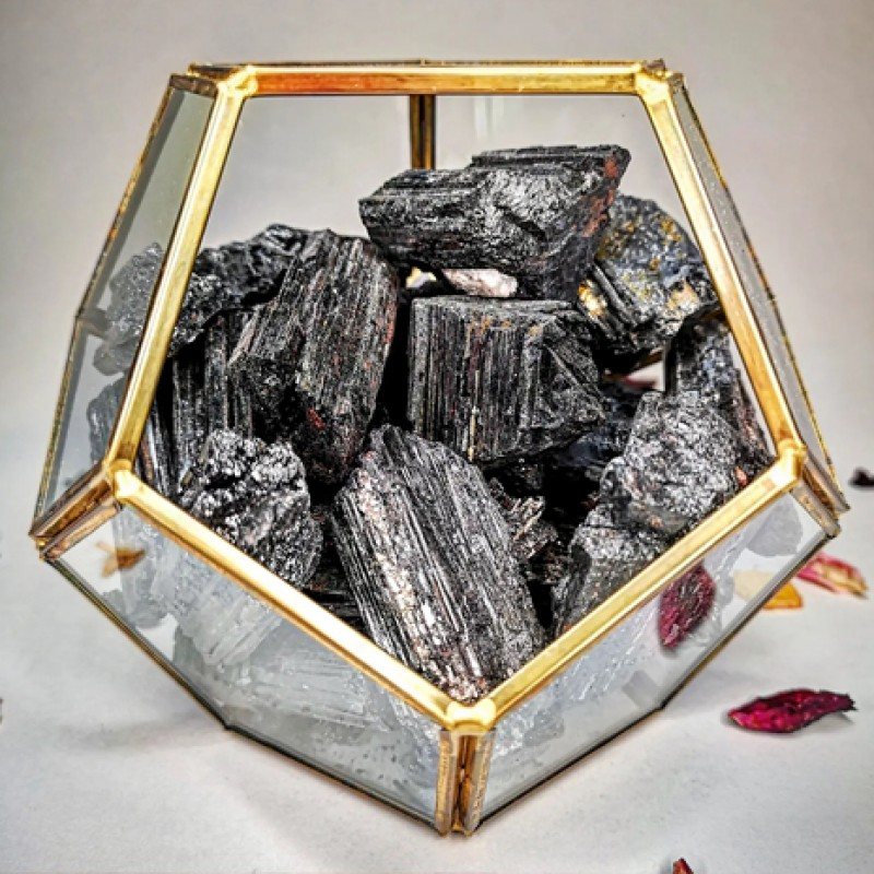 terariu protectie energetica - turmalina neagra terariu cristale terariu protectie energetica - turmalina neagra 2